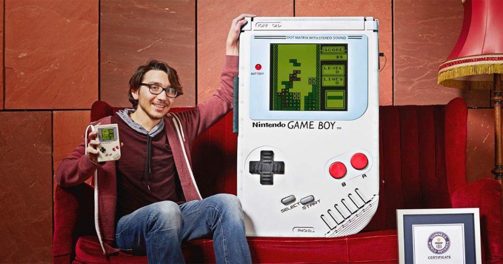 Гигантский Game Boy NOLZA.RU